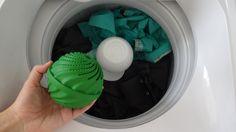 Dia destes chegando a Multicoisas da Praia do Canto encontrei um expositor repleto de bolinhas verdes com a promessa de lavar nossas roupas sem usar sabão de qualquer espécie. Lógicoooooo que fiquei louca e comprei para testar. Ecológicamente correta pode usada até 1095 vezes (3 …