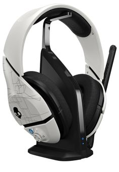 Wireless Gaming Headset, White,powerful bass Compatible with Xbox and PC Size: .Only Bluetooth Color: White - SUPREME SOUND - Proprietary Supreme Sound technology delivers powerful Skullcandy Headphones, Girl With Headphones, Gaming Headphones, Best Headphones, Xbox 360, Playstation, Ps3, Best Ps4 Headset, Xbox One Headset