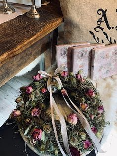 Les michous Christmas Wreaths, Holiday Decor, Home Decor, Small Moments, Decoration Home, Room Decor, Advent Wreaths, Interior Decorating