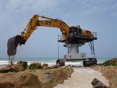 Caterpillar hydraulic excavator, this is used for dredging a seashore. Heavy Construction Equipment, Construction Machines, Heavy Equipment, Dump Trucks, Cool Trucks, Big Trucks, Earth Moving Equipment, Caterpillar Equipment, Cat Machines