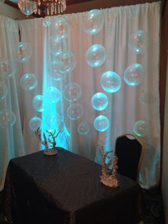 Balloons for underwater bubbles