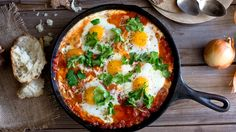 Shakshuka is a common breakfast dish in Israel and Tunisia. Sprinkle shakshuka with feta and parsley and serve with pitas, for dipping. Lunch Recipes, Breakfast Recipes, Vegetarian Recipes, Cooking Recipes, Healthy Recipes, Simple Recipes, Weeknight Recipes, Weeknight Dinners, Egg Recipes For Dinner