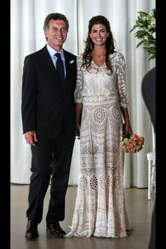 Juliana Avada First Lady of Argentina and Mauricio Macri President of Argentina Simple Wedding Gowns, Boho Wedding Dress, Wedding Dresses, Boho Chic, Bohemian Mode, Nice Dresses, Casual Dresses, Formal Dresses, Chic Dress