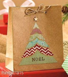 Lorena Canto Laveria from Holiday Cards & More, Volume a special interest publication from Paper Crafts magazine. Shared by SPCN. Christmas Gift Bags, Christmas Gift Wrapping, Christmas Paper, Handmade Christmas, Elegant Christmas, Christmas Tree, Paper Crafts Magazine, Theme Noel, Diy Weihnachten