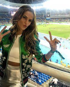 Ela é linda e sempre usa produções maravilhosas. E nesta Olimpíada, Izabel Goulart, a madrinha mais estilosa do Time Brasil, arrasou nos looks mais uma vez.