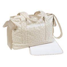 BOLSA CANASTILLA SILLA PASEO LILI BEIGE. Bolsa canastilla plastificada en mosaico beige, muy práctica para el cochecito de paseo. Está concebida para facilitar todos tus desplazamientos. Totalmente adaptable al cochecito. Imprescindible para llevar todo lo necesario para nuestro bebé. Incluye cambiador. Los materiales utilizados están libres de colorantes azoicos, ftalatos y sustancias nocivas para la salud. Medidas: 42X29X15 cm.