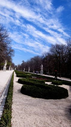 Parque del Retiro, #Madrid, #Spain.    A beautiful place where our #Spanish students go to relax and enjoy their lunch in between courses.