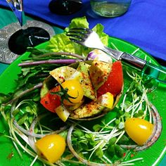 アボカドで 今夜はまたOMさんの*辛くて スパイシーなアボカドのタバスコ・サラダ* を作ってみました。(*^.^*) これは、辛いサラダです。 タバスコ、チリパウダーなどの香辛料を使ってます。の酸味とスパイシーな味が からまり 野菜も一緒に食べれる。 野菜にはOlive  oil  ハーブ岩塩をふり食べました。 OMさん  連日  つくフォト これも また味が違って  美味しかったですヨ! ありがとうございます❤ - 219件のもぐもぐ - OMさんのHot and spicy, Tabasco salad of  avocado/辛くてスパイシーなアボカドのタバスコ・サラダ by yblueadidas103
