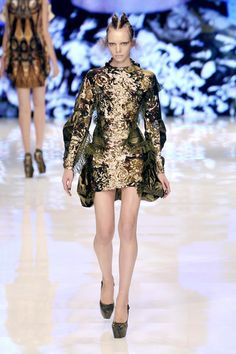 Alexander McQueen at Paris Fashion Week Spring 2010 - Runway Photos