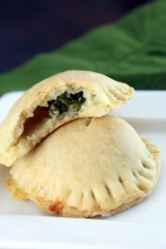Dinner on the go - Broccoli cheddar hand pie. Vegetarian Recipes, Snack Recipes, Snacks, Pie Recipes, Yummy Appetizers, Beach Appetizers, Tacos And Burritos, Broccoli Cheddar, Fruits And Veggies