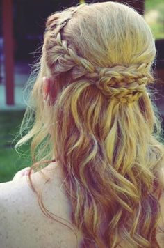Romantic braids and summery waves #beauty #braids #hair