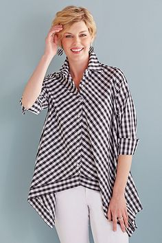 Handkerchief Gingham Shirt by Comfy USA (Woven Shirt) Tunic Shirt, Shirt Blouses, Blouse Styles, Blouse Designs, Clothing Patterns, Dress Patterns, Fashion Merchandising, Look Street Style, Modelos Plus Size