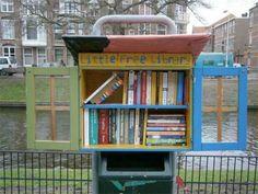 Little Free Library: een mini-bibliotheek aan de Haagse Valkenboschkade.
