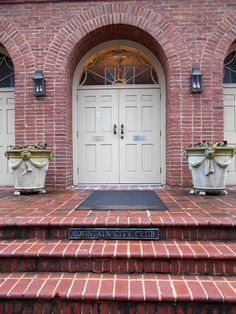 Williamstowne Genuine Handmade brick on Mountain City Club in downtown Chattanooga. Please note beautiful arches, 8 x and step tread headers. Step Treads, Downtown Chattanooga, Brick Arch, Mountain City, Brick And Stone, Headers, Holiday Parties, Home Projects, Stairs
