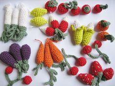 Las frutas y las verduras de ganchillo pueden ser buenos aliados a la hora de enseñar a los más pequeños los hábitos alimentarios. ¡Id...