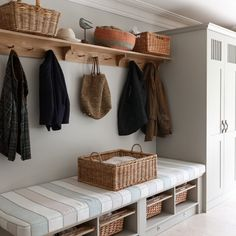 Serious mudroom envy ❤️ #mowlemandco #mudroom #moderncountry #countryliving #countrylife #foxandchatto