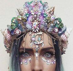 Mermaid Festival Makeup Look Festival Outfits, Festival Fashion, Shell Crowns, Fleurs Diy, Mermaid Crown, Mermaid Headpiece, Mermaid Shell, Maquillage Halloween, Festival Makeup