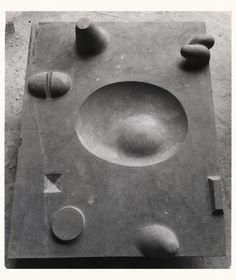 isamu noguchi Only other piece made of york fossil marble it seems. Stone Sculpture, Modern Sculpture, Abstract Sculpture, Sculpture Art, Isamu Noguchi, Art Object, Terracotta, Sculpting, Modern Art