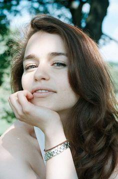 Emilia Clarke is beautiful Emilia Clarke Daenerys Targaryen, Laura Marano, British Actresses, Hollywood Actresses, Emillia Clark, Emilia Clarke Sexy, Ec 3, Sarah Bolger, Brooke Burke