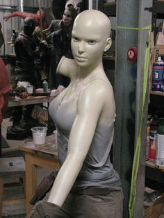 Lara Croft em tamanho real <3