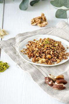 Knuspriges Nuss Granola mit Pistazien - Baking Barbarine Fried Rice, Risotto, Fries, Ethnic Recipes, Food, Accessories, Pistachios, Food And Drinks, Food Food