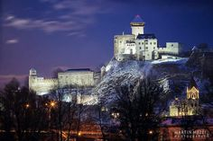 Castillo de Trencin, Eslovaquia Grand Homes, Palaces, Villas, Cathedral, Houses, Mansions, Country, Architecture, House Styles