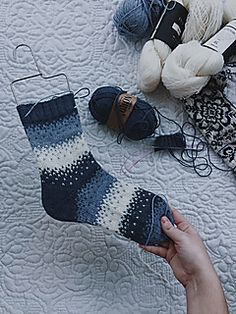 This is a superbasic pattern on socks. This is a superbasic pattern on socks. It does not contain any specific heel, but I recommend the Fish Lip Kiss heel. Crochet Socks, Knitted Slippers, Knitting Socks, Crochet Clothes, Knit Crochet, Hand Knitting, Tube Socks, Wool Socks, My Socks