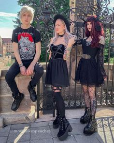 momo sur Instagram: Which @killstar outfit do u like the most?🖤✨ Met up with @shelly.curry and @vampire.yuri in Nuremburg and having a great… Killstar Clothing, Dark Fashion, Yuri, Goth, Outfits, Instagram, Style, Gothic, Swag