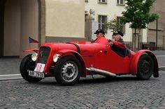 V roce 1999 znovuzrozený dvoumístný soutěžní vůz Aero 30 S Speciál Jaroslava Jonáka. Vintage Cars, Antique Cars, The Twenties, Vehicles, Truck, Cars, Photos, Automobile, Rolling Stock