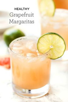 These Healthy Grapefruit Margaritas use just 4 ingredients, are ready in 10 minutes and have NO added sugar! They're a fun twist on the skinny margarita! Healthy Cocktails, Summer Cocktails, Cocktail Drinks, Fun Drinks, Cocktail Recipes, Grapefruit Margarita Recipe, Grapefruit Cocktail, Pink Grapefruit, Skinny Margarita Recipes
