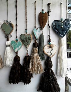 Heart welcome favor Tassel Jewelry, Fabric Jewelry, Clay Jewelry, Crafts To Do, Arts And Crafts, Passementerie, Heart Crafts, Beaded Garland, Hanging Hearts