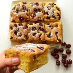 Třešnová bublanina ze špaldové mouky Pound Cake, Banana Bread, French Toast, Deserts, Muffin, Yummy Food, Sweets, Healthy Recipes, Baking