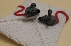 Send a lovely letter by mice with this free patten from Ami Loves Gurumi., And here is the pattern: Valentine's day
