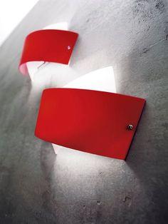 Tourbillon Parete dia. 49cm Bianco/Arancio  Lampada da Parete (plafone) disegnata da Enzo Panzeri nel 2006 con montatura in metallo bianco con particolari nichelati e diffusore in vetro soffiato bianco con fascia colorata. La fascia colorata puo essere scelta nei seguenti colori: bianca, nera, rossa o arancio.