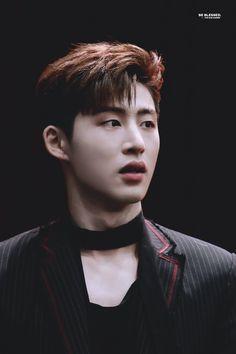 Hohohooo he look so sexy Yg Ikon, Kim Hanbin Ikon, Chanwoo Ikon, Ikon Kpop, Yg Entertainment, Bobby, Ringa Linga, Ikon Member, Koo Jun Hoe