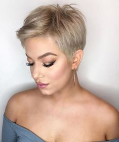 New Pixie Haircut Ideas in 2019 Blonde-Pixie-Cut New Pixie Haircut Ideas in 2019 Source by rabbitqueen. Cute Pixie Cuts, Blonde Pixie Cuts, Blonde Pixie Haircut, Pixie Haircut Color, Brown Pixie Hair, Pixie Cut Color, Brunette Pixie, Pixie Haircut Styles, Wavy Pixie