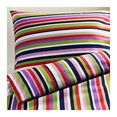 DVALA Pussilakana + 1 tyynyliina IKEA Piilopainonappien ansiosta peitto pysyy hyvin paikoillaan.