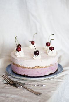 frOzen berry cheesecake