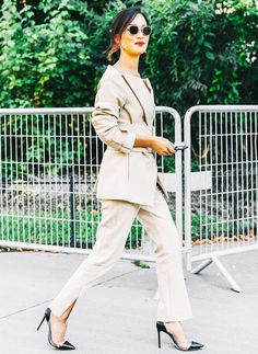What do you wear when the dress code calls for business cocktail attire? We've rounded up some of our favorite looks for inspiration. Fall Fashion Week, Work Fashion, Fashion 2017, Daily Fashion, Fashion Photo, Autumn Fashion, Paris Fashion, Style Fashion, Street Style Outfits