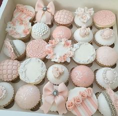 ideas cupcakes decoration ideas fondant link for 2019 Fondant Cupcakes, Fancy Cupcakes, Pretty Cupcakes, Beautiful Cupcakes, Wedding Cupcakes, Cupcake Cakes, Bridal Shower Cupcakes, Deco Cupcake, Cupcake Art