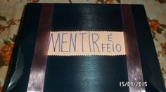 Caixa de História com Pinóquio de formas e um DVD com resumo da história  e músicas.