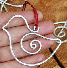Amazing wire art ideas for your home interiors - Daily Guru Online Types Of Shapes, Scrap Metal Art, Wire Crafts, Wire Art, Wire Jewelry, Jewlery, Wire Wrapping, Handmade, Art Ideas