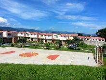 Bonita casa en Jacarandas Residencial privada