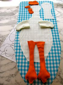 Un chapon est un coq de l'espèce Gallus gallus domest… - Nahen Easy Homemade Gifts, Diy Gifts, Quilting Projects, Sewing Projects, Birds For Kids, Chicken Pattern, Crochet Chicken, Diy And Crafts, Arts And Crafts