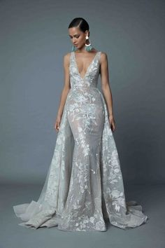 From the stunning 2019 Evening Haute Couture Collection - available now - Prom Dresses Design Designer Evening Gowns, Designer Dresses, Evening Dresses, Evening Gowns Couture, Next Dresses, Prom Dresses, Floral Applique Dress, Jenny Packham, Luxury Dress