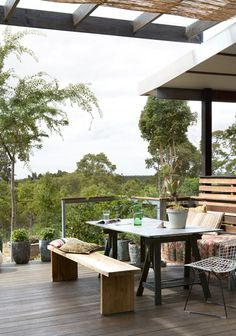 Fiona & Ken's Perth home via The Design Files Pergola Swing, Cheap Pergola, Pergola Patio, Pergola Plans, Pergola Kits, Pergola Ideas, Backyard Seating, Wood Patio, Patio Ideas