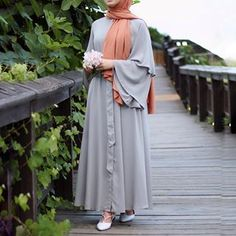 Dress Designs In Pakistan Beautiful Hijab Style Dress, Hijab Chic, Islamic Fashion, Muslim Fashion, Fashion Clothes, Fashion Dresses, Modest Fashion, Hijab Evening Dress, Simple Hijab