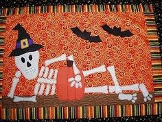 9 Decorative Halloween Quilts + 3 DIY Halloween Bag Patterns Table of Contents - Get a jump start on your Halloween quilt patterns with this cute list of home decor ideas. There are also some ideas for quilted bag patterns that will make perfect treat bags.