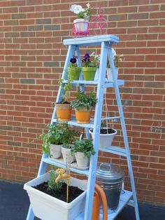 Multiply your container gardening space by growing plants vertically on a ladder. Try one of these DIY Ladder Planter or Ladder Plant Stand Ideas available with plans and tutorials! Diy Planters, Garden Planters, Garden Beds, Planter Ideas, Balcony Garden, Balcony Ideas, Sloped Garden, Hanging Planters, Patio Ideas