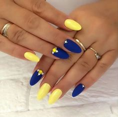vernis flormar Ongles bleu et jaune Nails Yellow, Matte Pink Nails, Oval Nails, Green Nails, Gold Nails, Halloween Acrylic Nails, Best Acrylic Nails, Bridal Nails, Wedding Nails